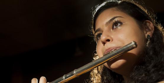 Banda Sinfônica recebe flautista Ariane Roseiro