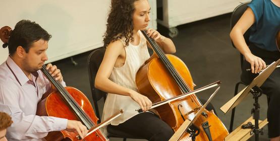 Alunos da classe de violoncelo abrem mês de julho com recital