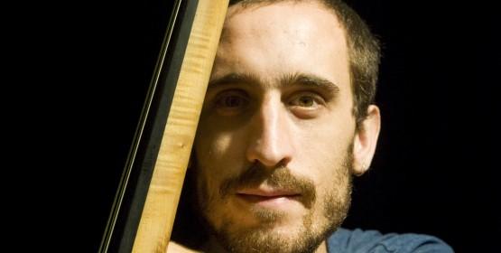 Marcos Expósito apresenta repertório de CD em recital de conclusão do curso de contrabaixo MPB/Jazz