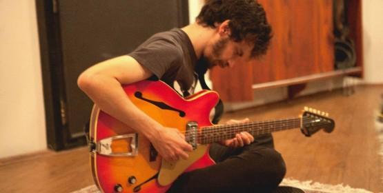 Gustavo Marson apresenta músicas próprias em Recital de Formatura do curso de guitarra MPB/Jazz