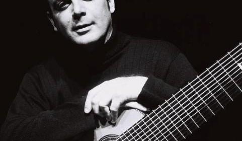 Violonista Paulo Martelli lança CD no Salão Villa-Lobos