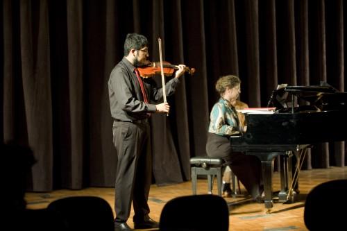 Equipe de Pianistas Colaboradores com Alunos de Cordas