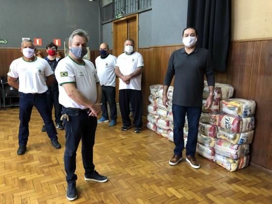 Amigos do Tiro de Guerra doam cestas básicas para alunos do Conservatório de Tatuí